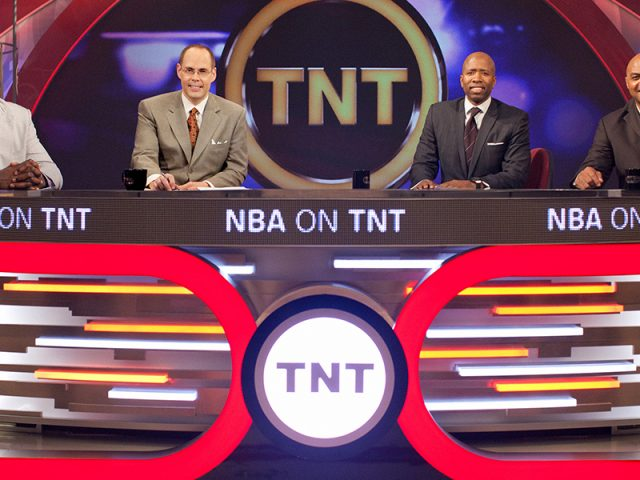 http://shaqfuradio.com/wp-content/uploads/2017/11/inside-the-nba-studio-team-copy-640x480.jpeg