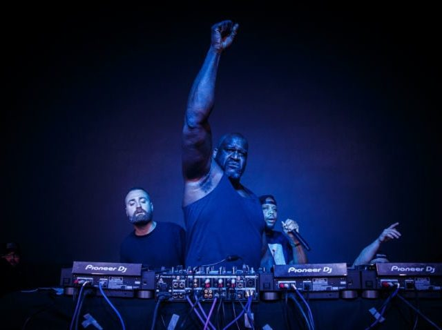 https://shaqfuradio.com/wp-content/uploads/2019/07/shaq-as-dj-diesel-in-boston-2-photo-by-Chris-Lavado-640x478.jpg