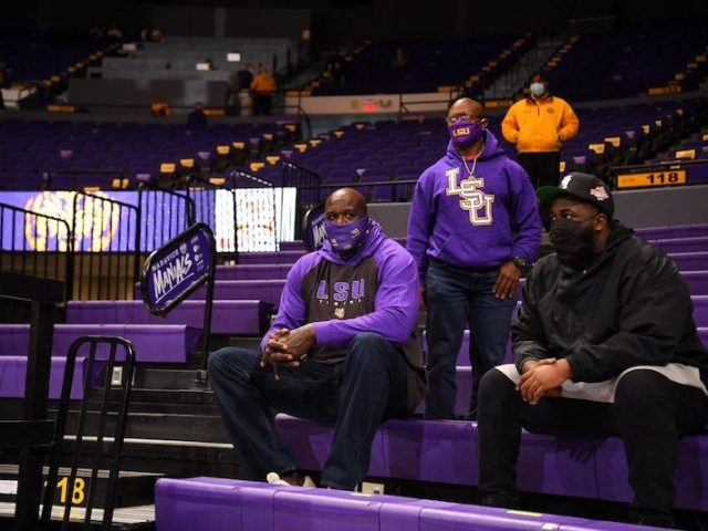 https://shaqfuradio.com/wp-content/uploads/2020/12/Shaq-at-LSU-640x480.jpg