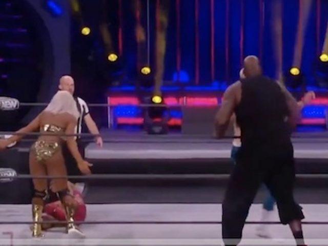 https://shaqfuradio.com/wp-content/uploads/2021/03/shaq-wresting-3-640x480.jpg